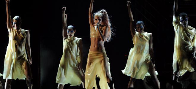 Actuación de Lady Gaga en los Premios Grammy 2011