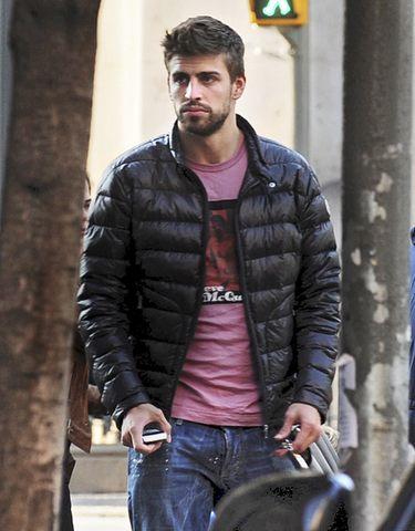 Gerard Piqué huye de los fotógrafos para no confirmar su relación con Shakira