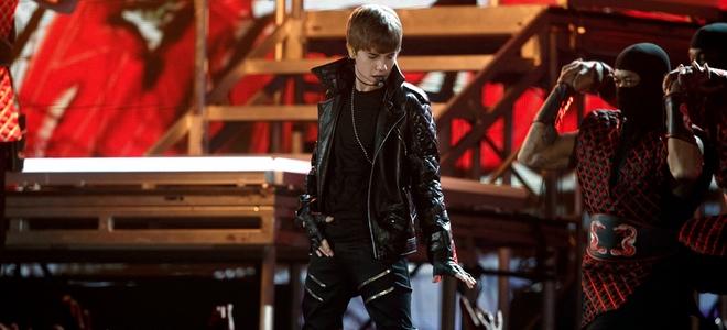 Insultan a Esperanza Spalding en Wikipedia tras derrotar a Justin Bieber en los Grammy 2011