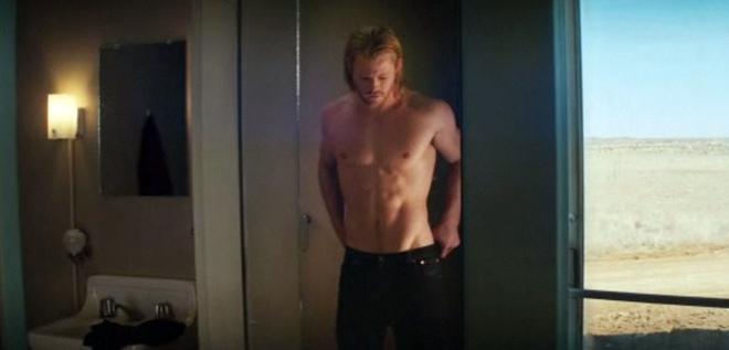 Chris Hemsworth, marido de Elsa Pataky, presume de abdominales en 'Thor'