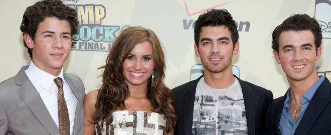 Demi Lovato con los Jonas Brothers