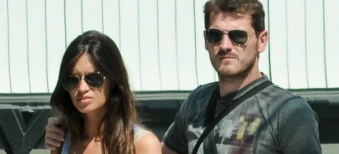 Sara Carbonero e Iker Casillas paseando por la calle