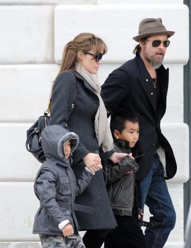 Brad Pitt se lleva a sus padres a vivir a Francia con Angelina Jolie y sus hijos