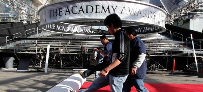 Colocación de la alfombra roja en Los Ángeles