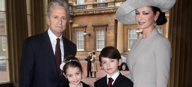 Catherine Zeta-Jones y Michael Douglas junto a sus hijos