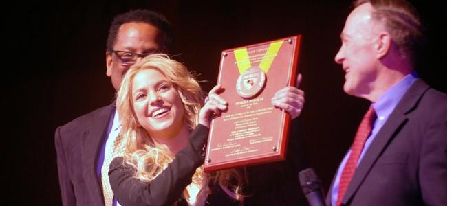 Shakira recibe el premio Artista del año