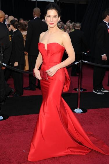 Sandra Bullock en la alfombra roja de los Oscars 2011