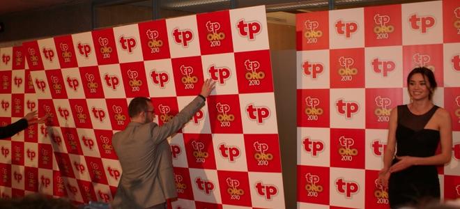 El photocall de los premios TP de Oro 2011 se viene abajo por un golpe de aire