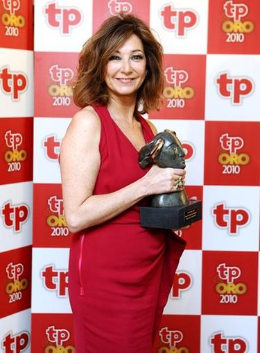 ana rosa quintana en los tp de oro 2010 con su galardon como mejor presentadora de magazine