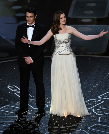 James Franco y Anne Hathaway abucheados por la crítica tras los Oscars 2011