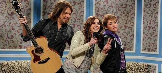 Miley Cyrus imita a Justin Bieber en un show televisivo