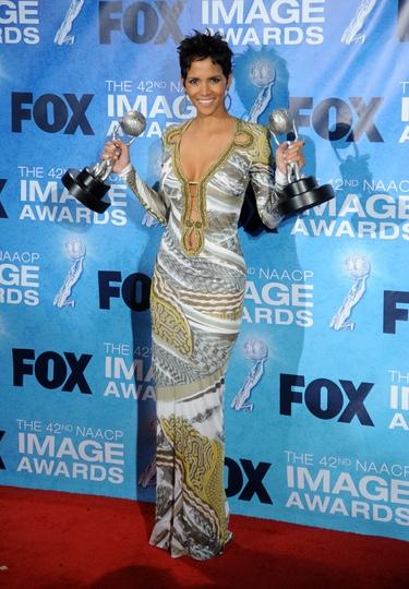 Halle Berry y Sofía Vergara deslumbran en los premios Imagen 2011