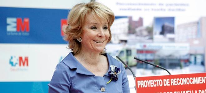 Esperanza Aguirre vuelve al trabajo muy recuperada del cáncer de mama