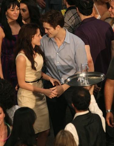 Robert Pattinson y Kristen Stewart disfrutan de la noche canadiense con sabor español