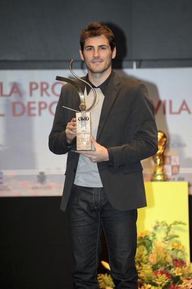 Iker Casillas, premiado en Ávila sin Sara Carbonero
