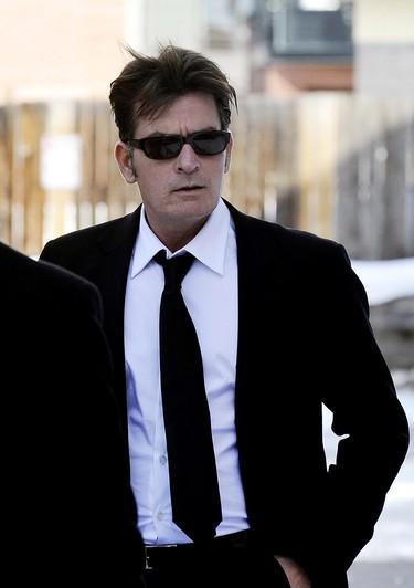 Charlie Sheen demanda a Warner Bros. por 100 millones de dólares