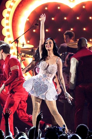 Katy Perry pide ayuda desde Twitter para las víctimas del tsunami de Japón