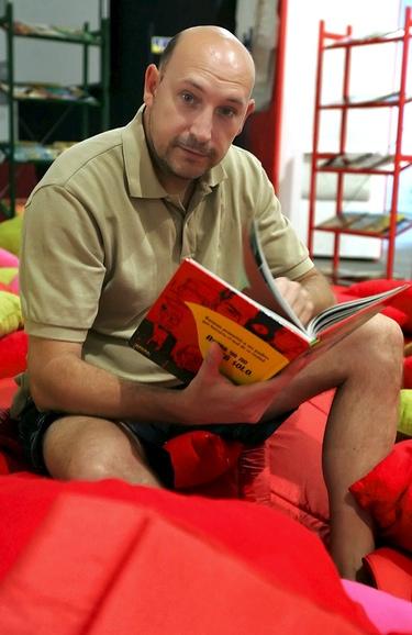 Dejan en libertad al académico de cine acusado de piratería, Manuel Sirgo