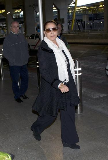 Isabel Pantoja, orgullosísima del éxito de su hijo Kiko Rivera en 'Torrente 4' a su vuelta a España después de su gira por Sudamérica