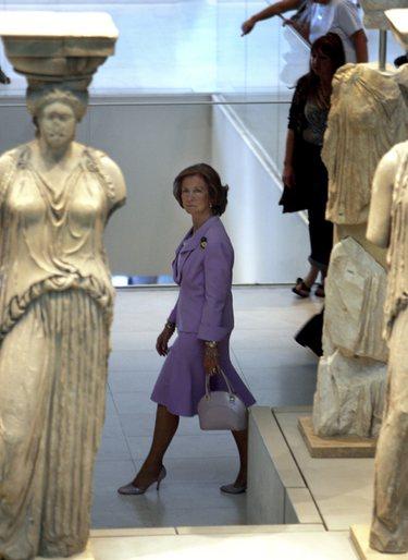 La Reina Sofía vuelve a su Grecia natal para inaugurar una muestra en el Cervantes