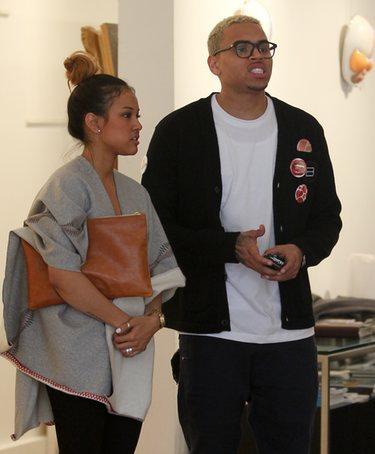 Chris Brown se pone violento en la radio para después irse con su nueva novia
