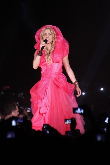 Shakira hace temblar al público venezolano en un multitudinario concierto