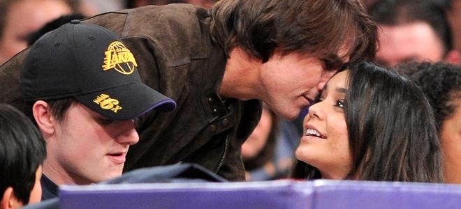Tom Cruise saludo cariñosamente a Vanessa Hudgens en el partido de Los Angeles Lakers