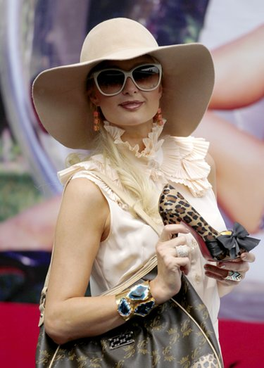 El trabajo impedirá a Paris Hilton asistir a la boda real entre Guillermo y Kate