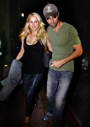 Enrique Iglesias desmiente su gira con Britney Spears y el embarazo de Anna Kournikova