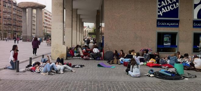 Fans acampan en Palacio Deportes. Foto:Diario Femenino