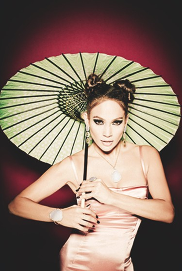 Jennifer López, look oriental para la nueva colección de joyas de Tous