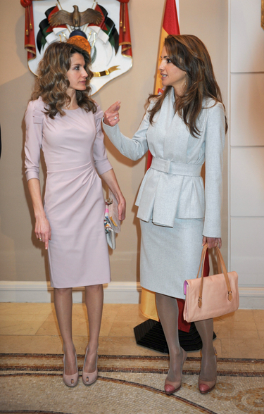Rania de Jordania y la Princesa Letizia: duelo de belleza y elegancia en tonos pastel