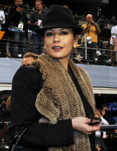 Catherine Zeta-Jones ingresa en un centro psiquiátrico por un trastorno bipolar