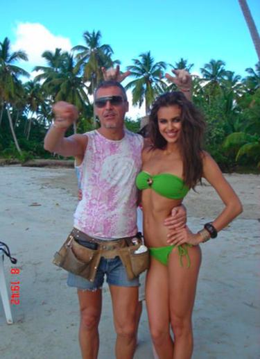 Irina Shayk destapa los secretos de su posado más seductor en mini bikini