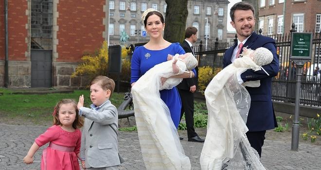 El príncipe Federico de Dinamarca y Mary Donaldson bautizan a sus mellizos