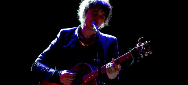 Pete Doherty se salta la Ley Antitabaco en su concierto en Madrid