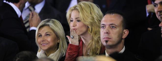 Shakira lanza besos
