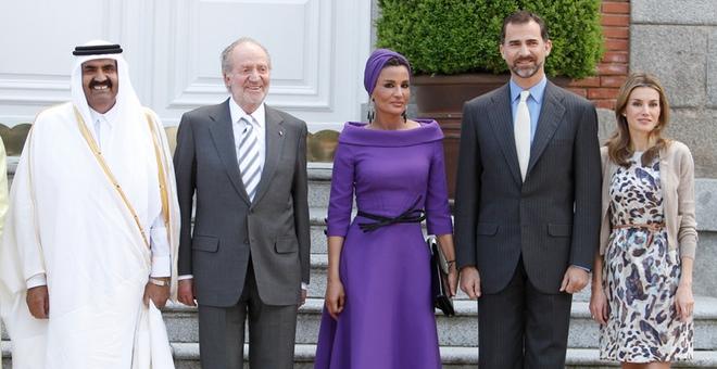 La infanta Cristina y Letizia, muy cómplices en la visita del emir de Qatar y la jequesa Mozah