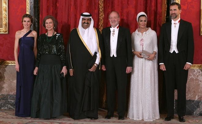 Doña Sofía, Mozah Bint Nasser y Letizia, despliegue de elegancia en la cena de gala
