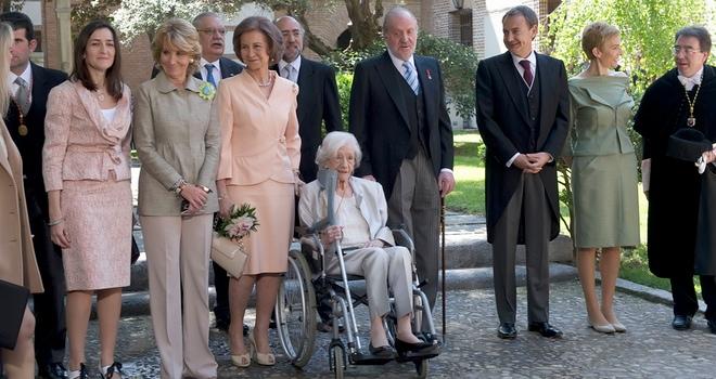 Los Reyes entregan el premio Cervantes a una emocionada Ana María Matute