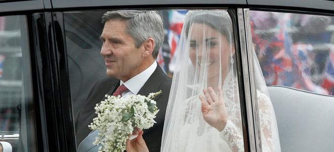 Todos los detalles del vestido de boda de Kate Middleton, una novia espectacular