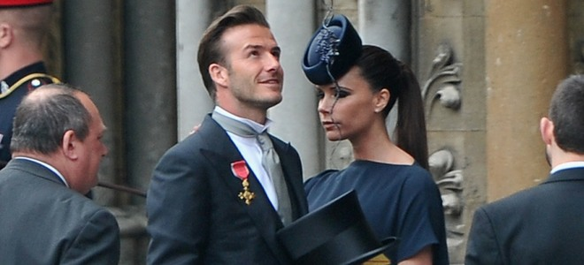 Victoria Beckham, con taconazos y vestido premamá