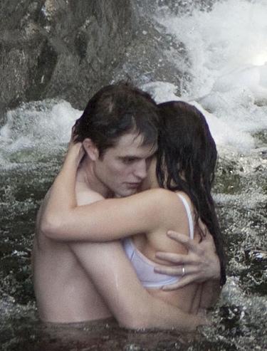Imágenes muy sugerentes de Kristen Stewart y Robert Pattinson en 'Amanecer'