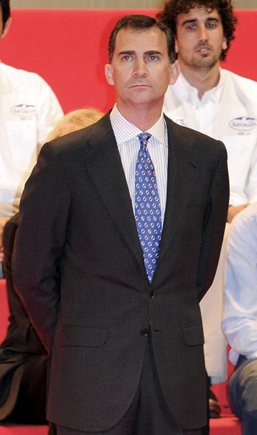 El príncipe de Asturias se afeita la barba para los Premios Barcelona World Race