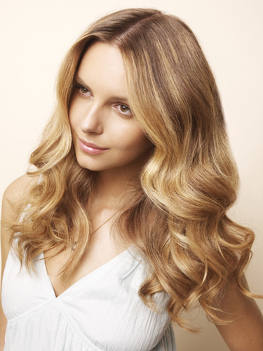 Consigue un pelo bonito y cuidado evitando que la caspa te estropee el verano