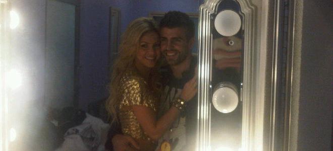 Gerard Piqué presume de su noviazgo con Shakira en Twitter