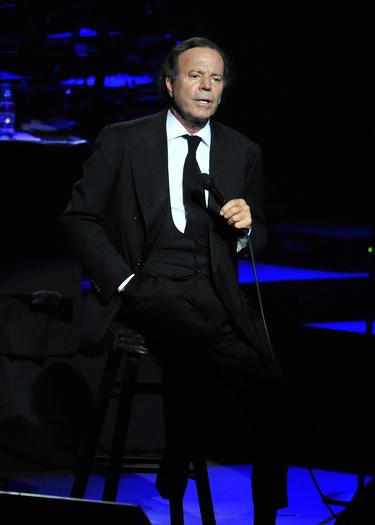 Julio Iglesias cumple su sueño de cantar en el Liceo de Barcelona
