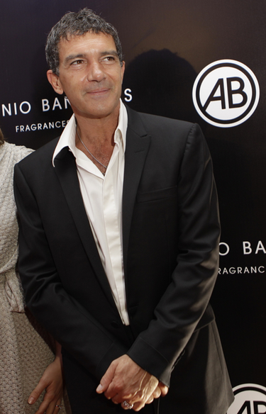 Antonio Banderas subasta seis fotografías para apoyar a personas minusválidas