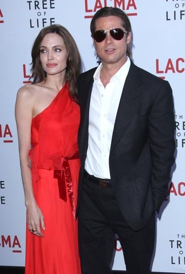 =Angelina Jolie, espectacular junto a Brad Pitt en la premiere de 'El árbol de la vida'