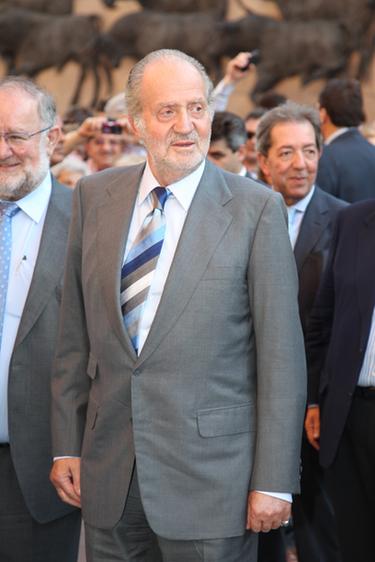 El Rey Juan Carlos se operará la rodilla derecha para corregir